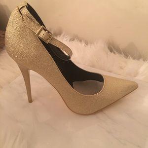 🆕 Gold glitter Cinderella heels